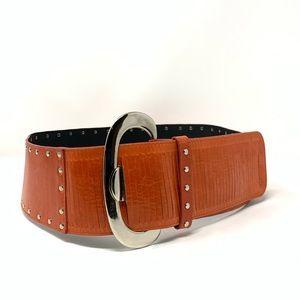 Wide leather belt.